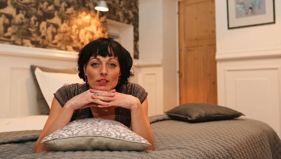 In bed met Lara Taveirne